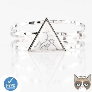 Jewelry - Put Up A Frontier White Bracelet